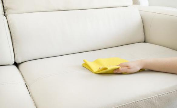 Cómo quitar las manchas de aceite de la tapicería